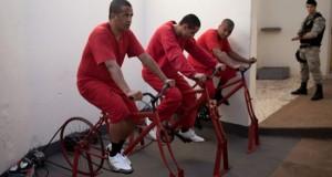 Au Brésil, des prisonniers pédalent pour produire l'électricité de la ville
