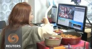 Elle gagne 9.000 dollars par mois pour manger devant sa webcam