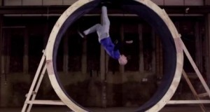 [Vidéo] Damien Walters réalise un looping en courant