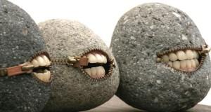 Art : Il transforme les pierres en objets surréalistes