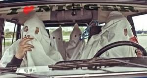 Un leader du Ku Klux Klan surpris en plein acte avec un travesti noir