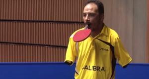 Tennis de table : sans bras, il affronte des champions