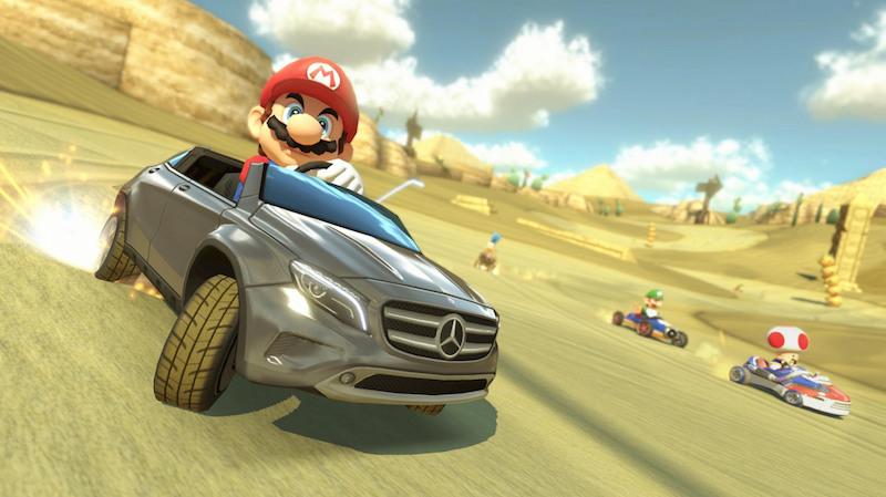 Mario au volant d'une Mercedes dans Mario Kart.