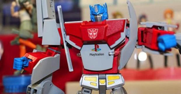 Cette PlayStation se transforme en Optimus Prime