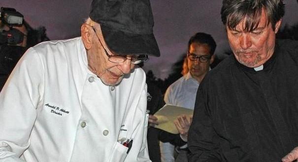 A 90 ans, il est arrêté et poursuivi pour avoir nourri des SDF