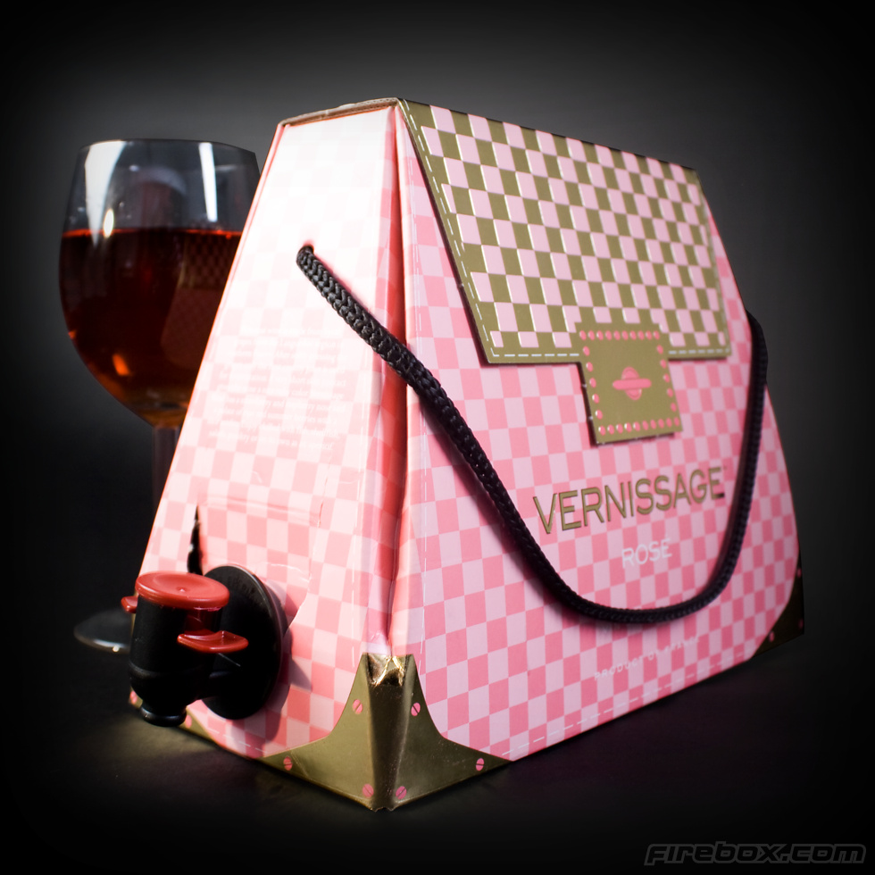 Shopping WTF : le sac à main cubi de vin