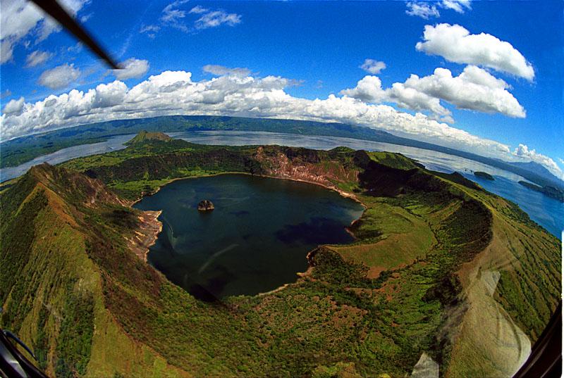 Aux Philippines, il y a une île dans un lac sur une île dans un lac sur une île