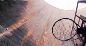 [Record] Il marque un panier de basket situé 126,5 mètres plus bas