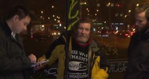 Kamil Krtil fait office de borne Wi-Fi dans les rues de Prague.