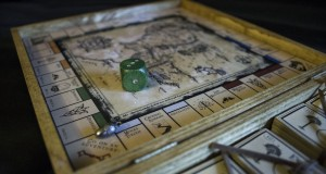 Shopping geek : Monopoly Seigneur des Anneaux en bois !